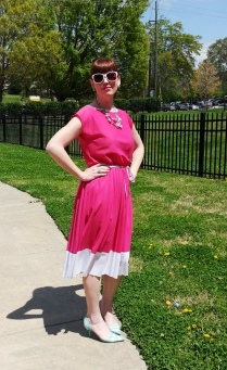 Dress: Mijoi Shoes: Fornarina Necklace: Bealles Earrings: Kate Spade Sunglasses: Union Bay