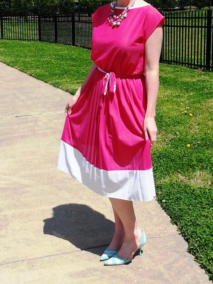 Dress: Mijoi Shoes:  Fornarina Necklace: Bealles Earrings: Kate Spade Sunglasses: Union Bay